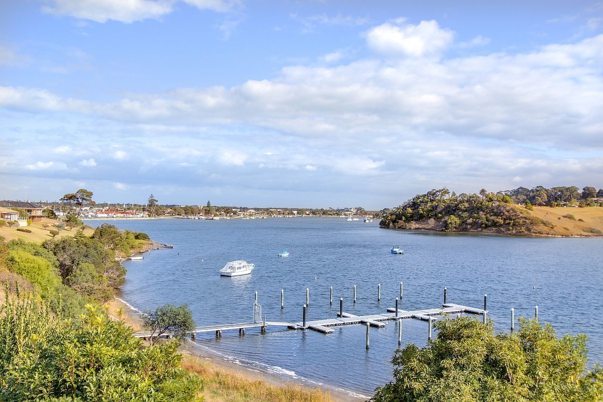8 Ferndale Parade, Lakes Entrance VIC 3909-1