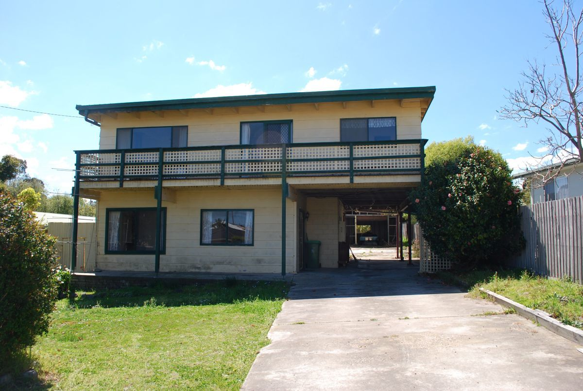 7 Ocean Court, Lakes Entrance VIC 3909-1