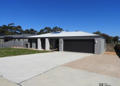 13 Lindemann Retreat, Paynesville VIC 3880-1