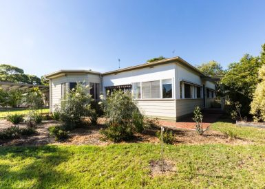 71 Eighth Avenue, Raymond Island VIC 3880-1