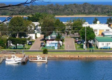 76 Marine Parade, Lakes Entrance VIC 3909-1