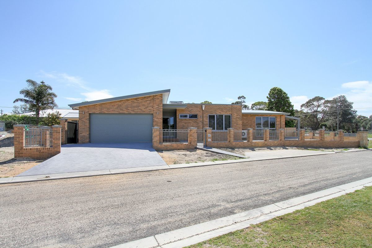 2 Penang Boardwalk, Lakes Entrance VIC 3909-1
