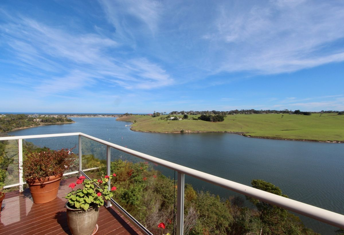 49 Nautilus Way, Lakes Entrance VIC 3909-1