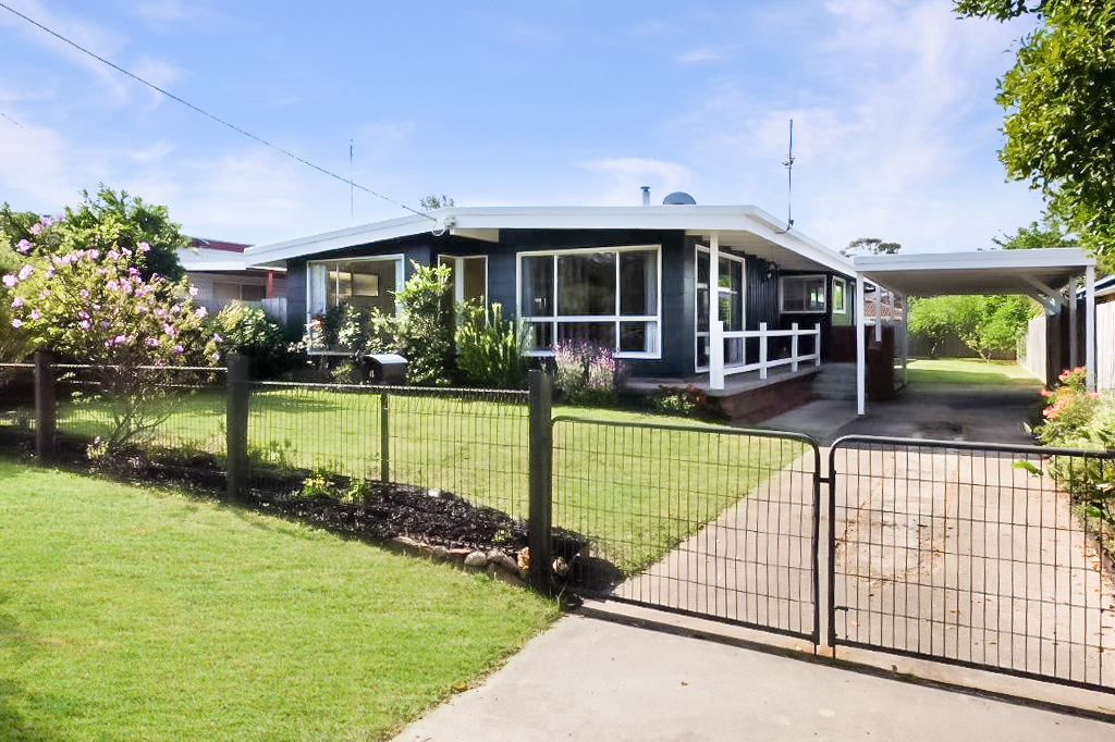 4 Riley Street, Eagle Point VIC 3878-1