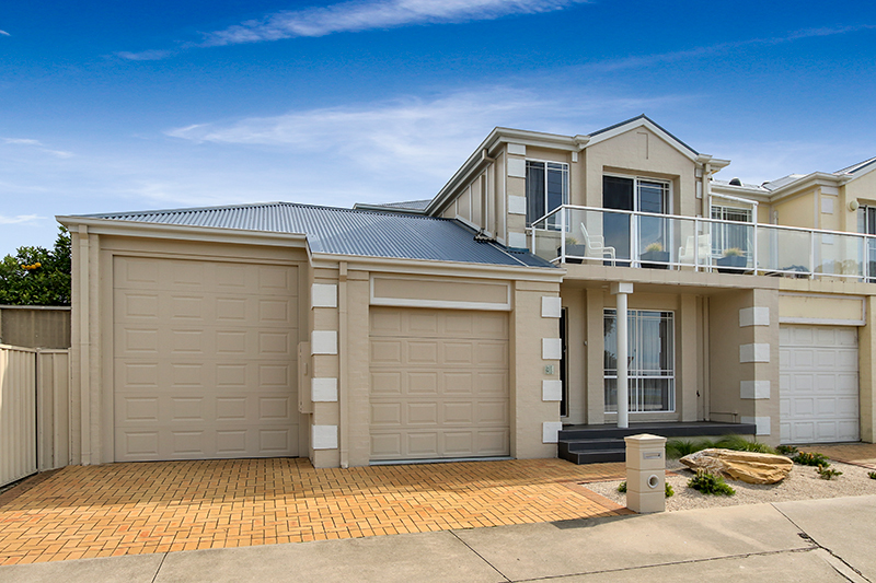 43 Esplanade, Lakes Entrance VIC 3909-1