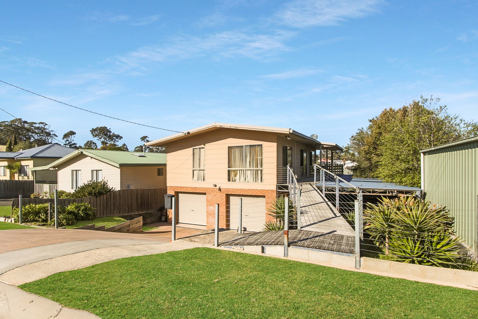 4 Surf Court, Lakes Entrance VIC 3909-1
