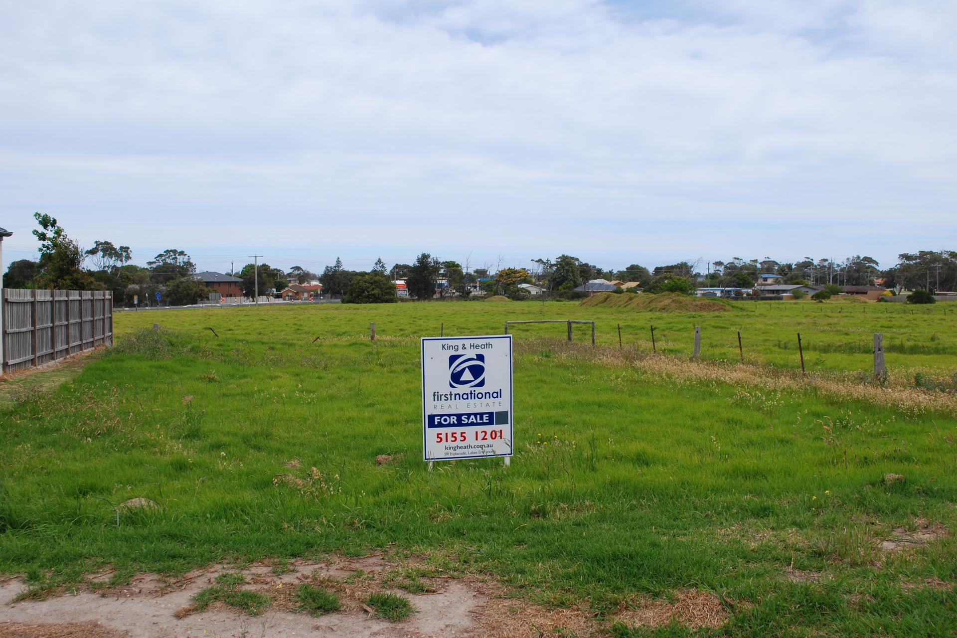 24 Golf Links Road, Lakes Entrance VIC 3909-1