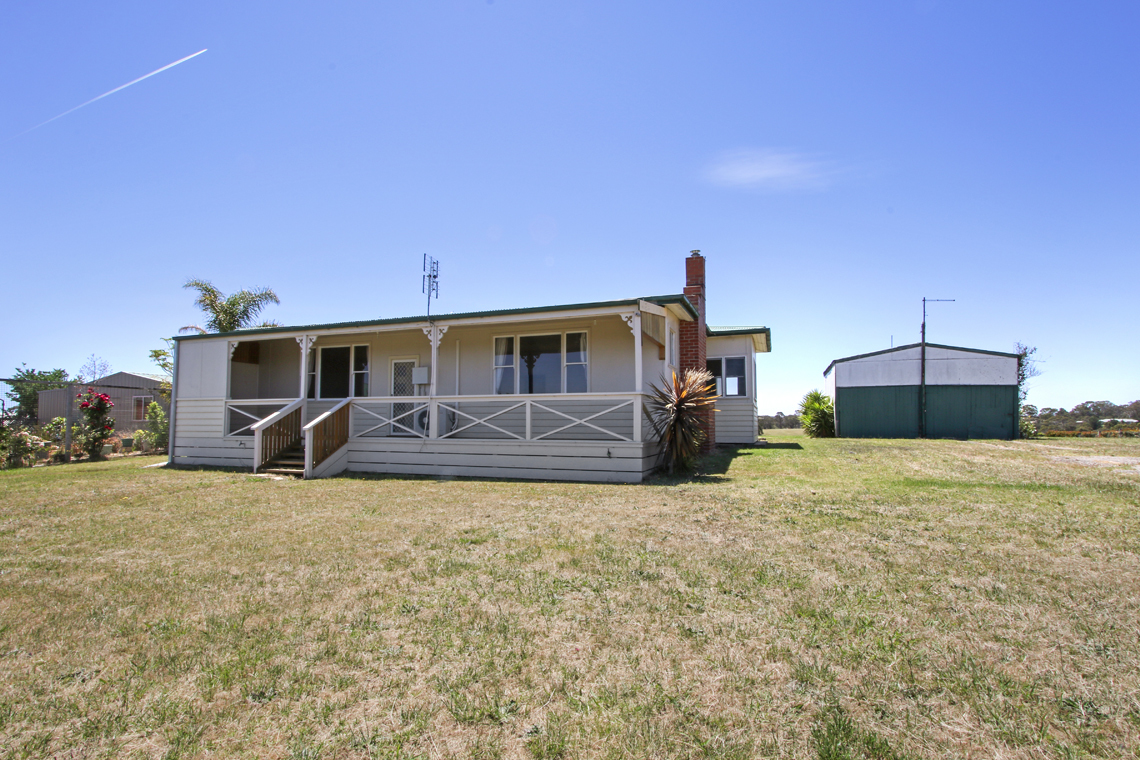 58 Capes Road, Lakes Entrance VIC 3909-1