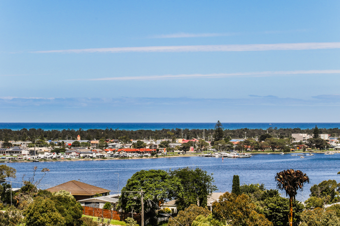 5 Bass Close, Lakes Entrance VIC 3909-1